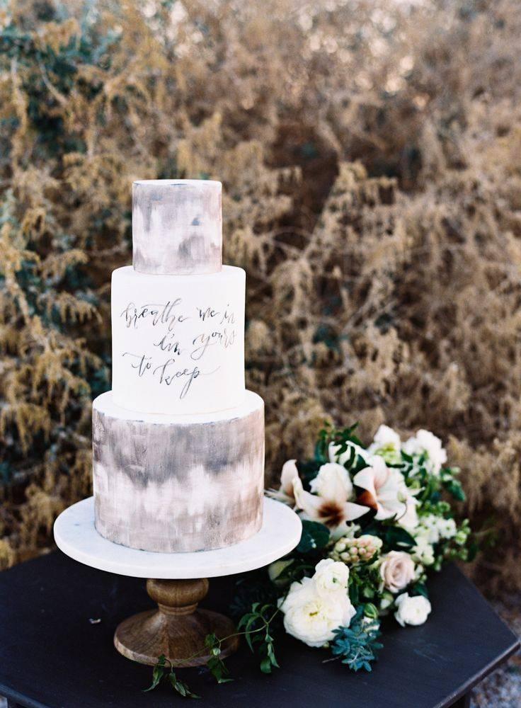 grey watercolor wedding cake with calligraphy – Jen Wojcik Photography