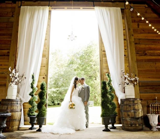 Southern Vintage Barn Wedding at Starrsville Plantation {Andie Freeman Photography} 25