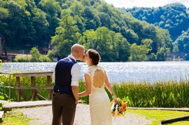 Nature Inspired wedding at Hawk's Nest State Park {Melissa Perella Photography} 18