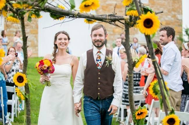 Funky & Bright Farmhouse Wedding {M & E Photo} 16