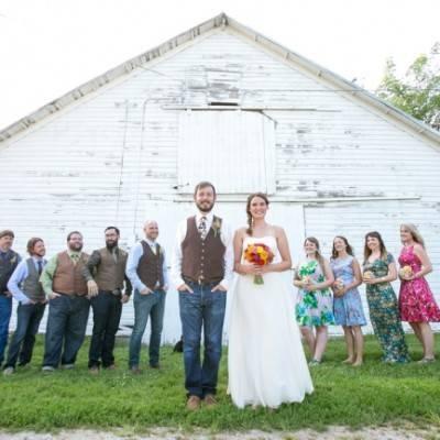 Funky & Bright Farmhouse Wedding {M and E Photo Studio}