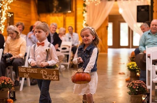 Autumn Country Barn Wedding at 9 Oaks Farm, Georgia {Claire Diana Photography} 13