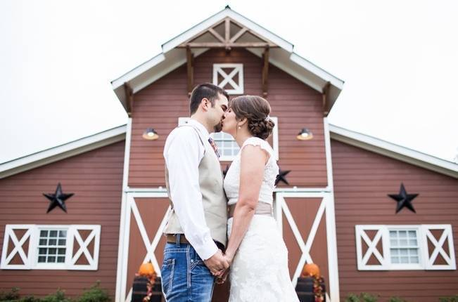 Autumn Country Barn Wedding at 9 Oaks Farm, Georgia {Claire Diana Photography} 15