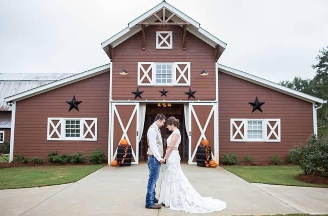 Autumn Country Barn Wedding at 9 Oaks Farm, Georgia {Claire Diana Photography} 17