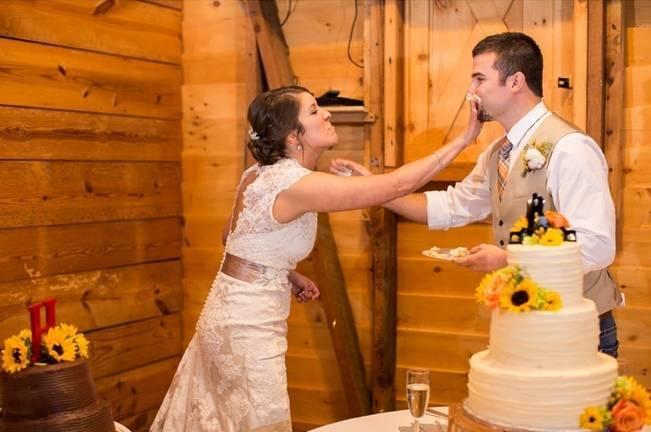 Autumn Country Barn Wedding at 9 Oaks Farm, Georgia {Claire Diana Photography} 25