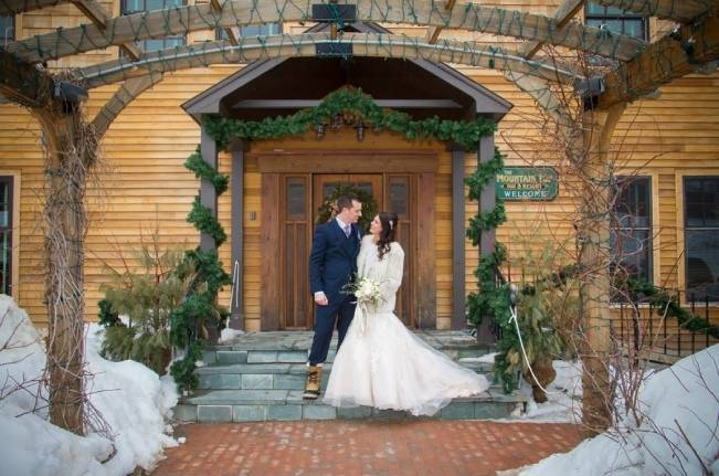 Snowy Winter Wedding in Vermont {Kathleen Landwehrle Photography} 10