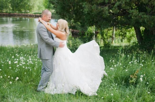 Yellow + Blue Utah Wedding at Red Cliff Ranch {Ivy & Stone} 15