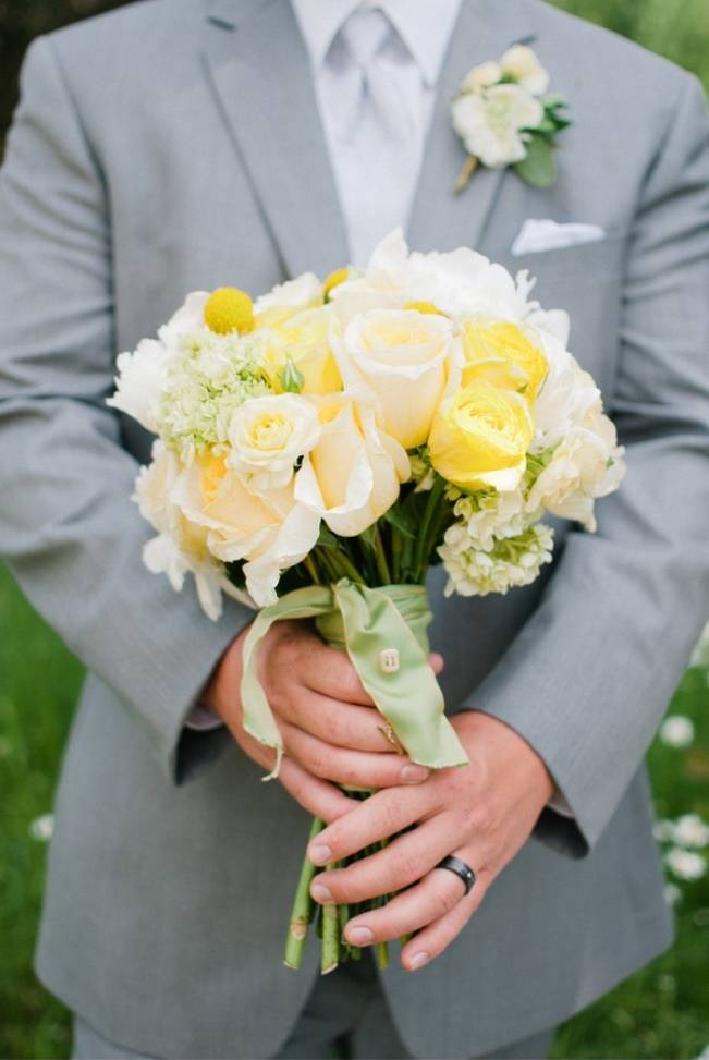 Yellow + Blue Utah Wedding at Red Cliff Ranch {Ivy & Stone} 17