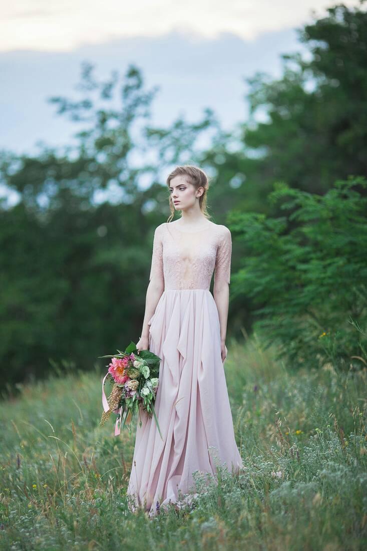 11 Gorgeous Wedding Gowns Under 1000