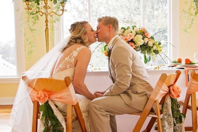 Peach + Gold Early Spring Wedding Inspiration 14