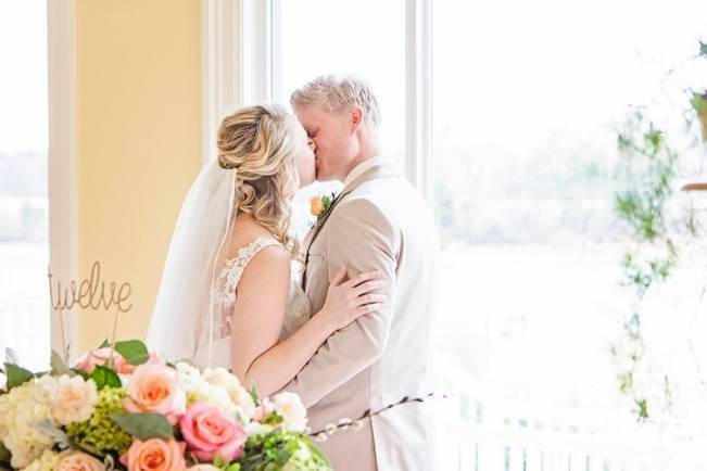 Peach + Gold Early Spring Wedding Inspiration 6