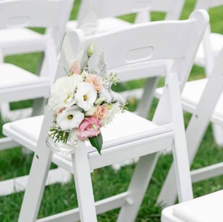 hanging-floral-jar-pew-flowers