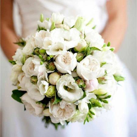 semi-loose-bridal-bouquet-with-david-austin-roses