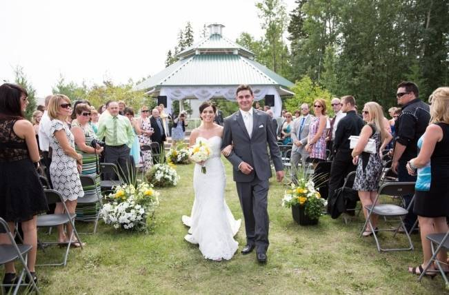 Yellow and Grey Prairie Wedding in Alberta, Canada 12