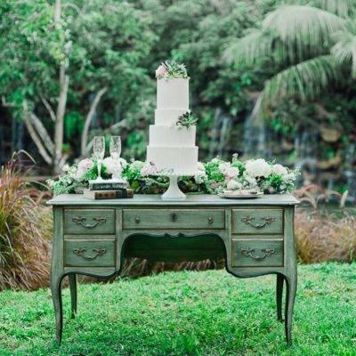 21 Stunning Outdoor Wedding Dessert Table Ideas