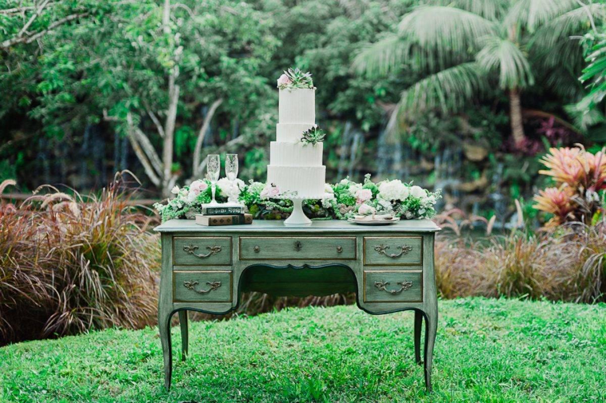 21 Stunning Outdoor Wedding Dessert Table Ideas | Sweet Violet Bride