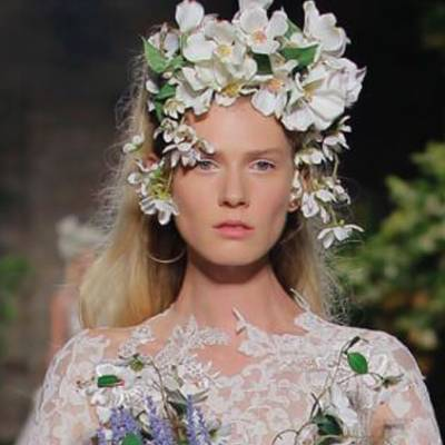 High-Necked Wedding Gowns: The Subtle Star of Bridal Fashion for 2019